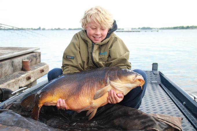 Noa met zijn 14 kilo spiegel